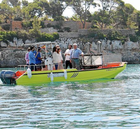 Ibiza dispone de 7 barcas de limpieza de litoral y Formentera de dos.