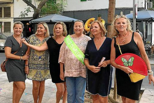 Marta, Lourdes, Lina, Manuela, Rocío y Toya de la Vega