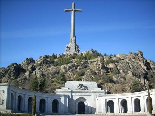 El Consejo de Ministros aprobará este viernes la exhumación de los restos de Franco mediante un decreto ley.