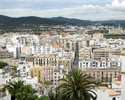 En Ibiza siguen predominando los alquileres de pisos a turistas pese a que están prohibidos.
