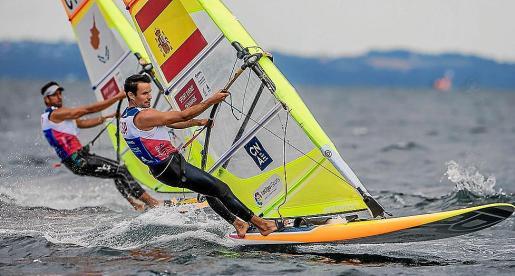 Sergi Escandell navega durante una competición anterior.
