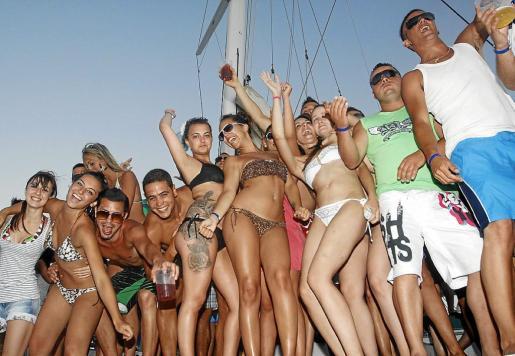 La regulación de los 'party boats', una de las leyes afectadas por el colapso legislativo.