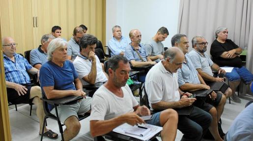 Una imagen de la reunión entre los clubes y la delegación insular celebrada anteayer en la sede de esta última.