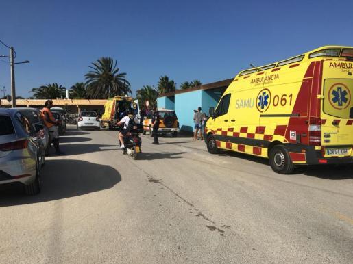 Dos heridas graves tras impactar un donut acuático contra un yate fondeado en la playa de Talamanca.