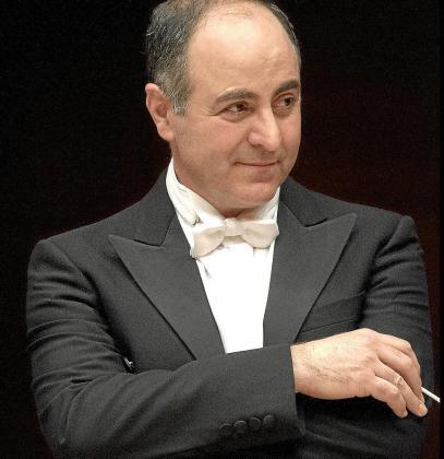 Claudio Ianni cuenta con una amplia y variada trayectoria profesional vinculada al mundo de la música.