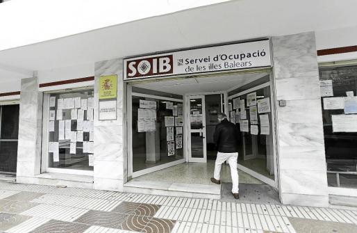 Imagen de archivo de la entrada del Servei d'Ocupació de les Illes Balears en Ibiza.