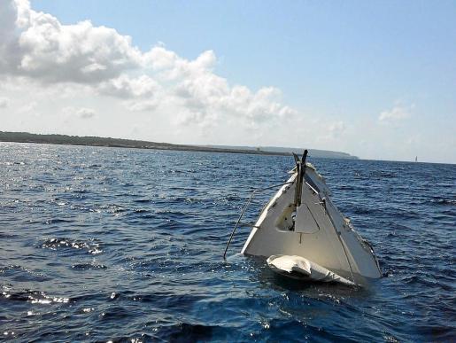 Imagen de la proa de la embarcación Mo'ndo, hundida tras el impacto contra sa Torreta.