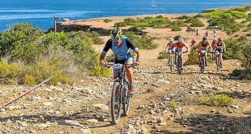 Imagen de una prueba de triatlón disputada en Ibiza.