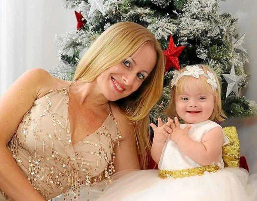 Emma Torres con su hija Aira.