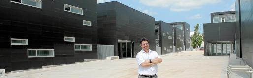 Josep Lluís Pons Hinojosa, director general d'Innovació del Govern, enseña el nuevo edificio a El Económico semanas antes de ser recepcionado.