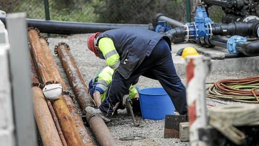 Trabajadores de la empresa que gestiona el servicio municipal de agua.