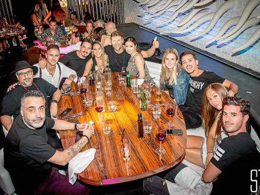 De izquierda a derecha y de abajo a arriba Javier Gonzalez, Gussi Lopez, Nicolas Taglialavore, Kintar, Chantal Barroumeres, Donaes, Yuuki, Lucila Bradley, Delum, Oscar Foscale.