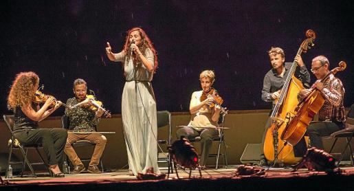 joan Gual de Torrella, Vicent Torres, Francina Armengol y Rafa Ruiz siguieron el concierto de ayer en primera fila.