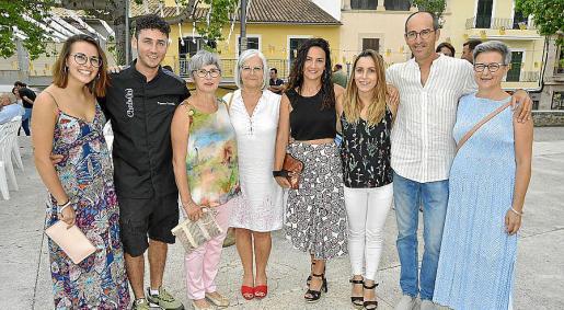 Coloma Martorell, Tomeu Lassio, Marga Abrines, Ventura Ferragut, Joana Alzina, Marga Coll, Llorenç Martorell y Joana Alba.