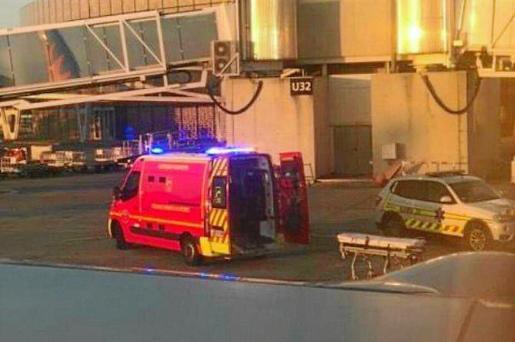 Imagen de la ambulancia que trasladó al pasajero.