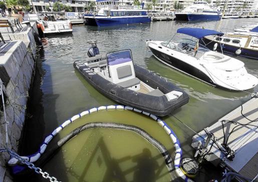 Imagen de un vertido de aguas residuales el pasado mes de agosto en el puerto de Ibiza.