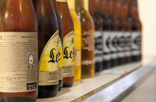 Uno de los estantes de muestra de cervezas de la edición anterior de la feria.
