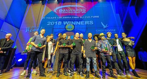 Foto de familia con los galardonados que se quedaron para celebrar los DJ Awards 2018. Fotos: MARCELO SASTRE