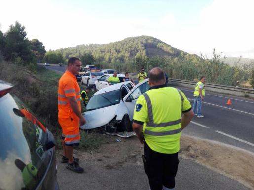 Estado del vehículo tras salirse de la carretera de Sant Josep