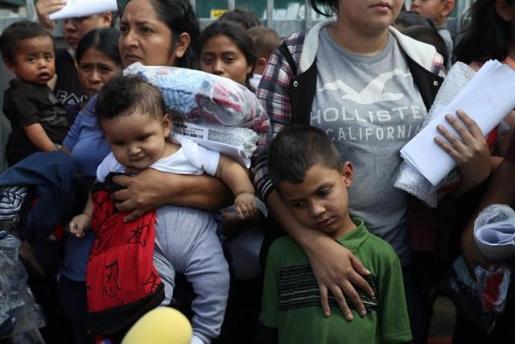 La Administración ha dicho que más de 2.300 niños migrantes fueron separados de sus padres