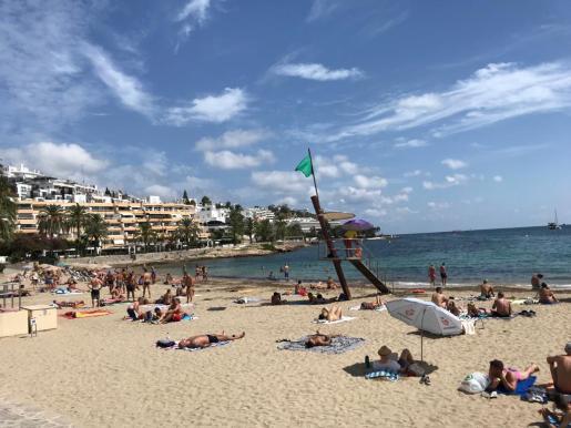 Bandera verde en la playa de ses Figueretes
