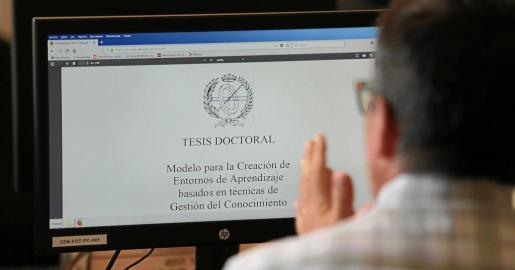 La normativa de las tesis doctorales en España está regulada por un real decreto de 2011.