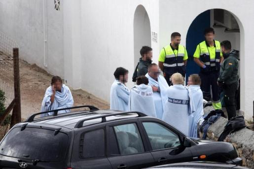 Los nueve ocupantes fueron desembarcados en Porroig con una leve hipotermia