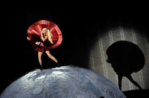 La cantante estadounidense Lady Gaga durante los Premios MTV Europa 2011 realizados en el arena Odyssey de Belfast.