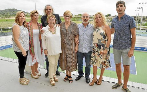Amparo Pardo, Marga Fons, Toni Marco, Olga Provenzal, Marta Casablanca, Jaume Clapés, Magda Ferrer y Robert García.