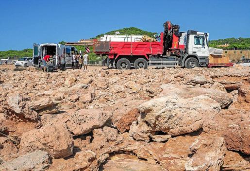 El chiringuito de Cala Gració fue desmontado ayer por tarde y ya no queda rastro de su instalación. Fotos: MARCELO SASTRE