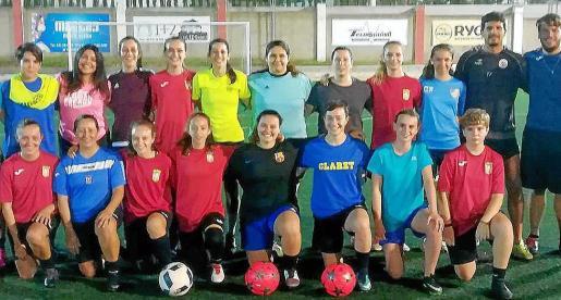 La plantilla del Atlético Jesús posa durante un entrenamiento.