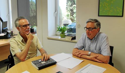 Carles Manera y Ferran Navinés consideran que domina una visión derrotista del turismo.