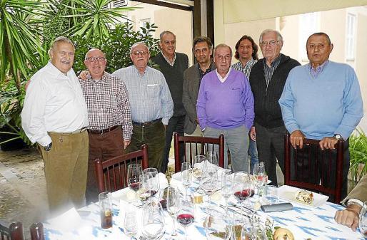 "Pep Sans, Jaume Homar, Nel Peña, Miguel Rosselló, Miquel Serra, Pedro Munar, Joan Nadal, Joan Fons y Pere Crespí ""Pixeris""."