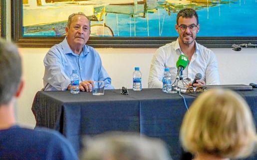 Juan Riera Torres, copropietario del hotel, y Adrián Bedoya, arquitecto encargado de la reforma, durante la presentación g Fotos: MARCELO SASTRE