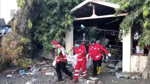 Elevan a 1.407 el número de muertos por los terremotos y el tsunami en Indonesia.