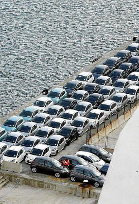Las Islas reciben miles de coches para el alquiler en la temporada turística.