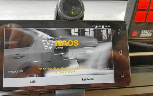 GPS de uno de los taxis afectados por la desconexión con el mensaje 'No se ha podido identificar el dispositivo'.