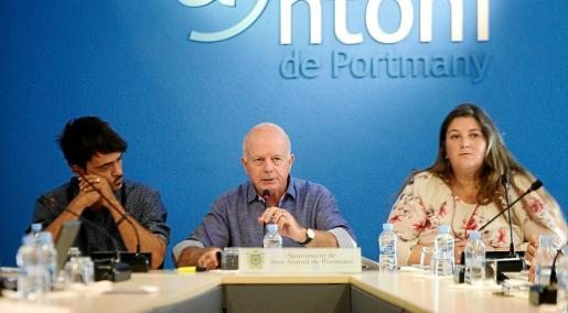 Pablo Valdés, a la izquierda de la imagen, es el presidente de la mesa de contratación de Sant Antoni.