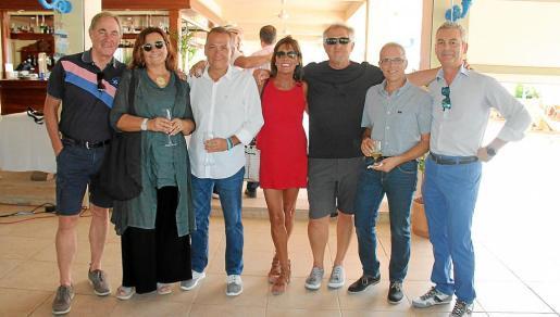 Pedro Perelló, Carme Leal, Toni Berga, Álex Alarcón, Tato Cortés, Vale Martínez y José Luis Gil.