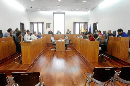 El Ayuntamiento de Vila durante el pleno extraordinario celebrado ayer.