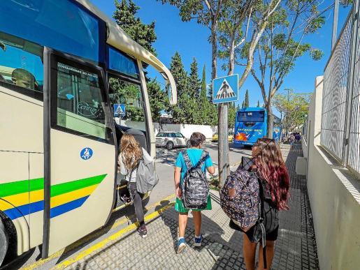 Una de las rutas del transporte escolar de Ibiza.
