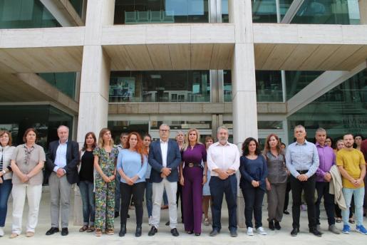 Miembros del Consell d'Eivissa guardaron un minuto de silencio este miércoles por las víctimas de Mallorca.