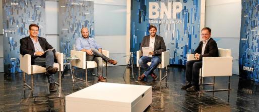Los periodistas Joan Lluís Ferrer, Juan Antonio Torres y Armando Tur entrevistaron ayer al alcalde de Sant Josep.