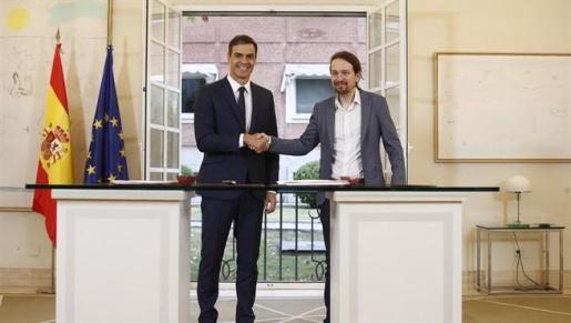 Gobierno y Podemos pactan subir el salario mínimo a 900 euros en 2019.