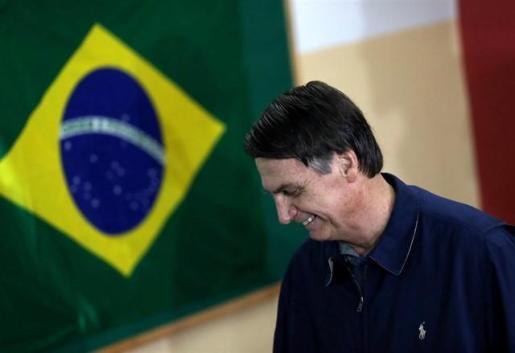 Bolsonaro ganaría la segunda vuelta de las presidenciales con un 58% de los votos, según un sondeo.