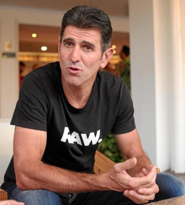 Abraham Olano, durante la entrevista, en el hotel Abrat. Foto: DANIEL ESPINOSA