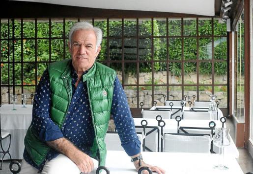Juan Félix Iñurrita llegó a Ibiza en 1978 por primera vez, aunque de vacaciones. Después de veranear dos años, volvió a la isla en el inicio de la década de los 80. Un 14 de julio de 1981 abrió Ama Lur, un restaurante que combina tradición y vanguardia. Casi cuatro décadas después, el local, que sigue ofreciendo cenas todos los días, se mantiene como uno de los más respetados de la isla.