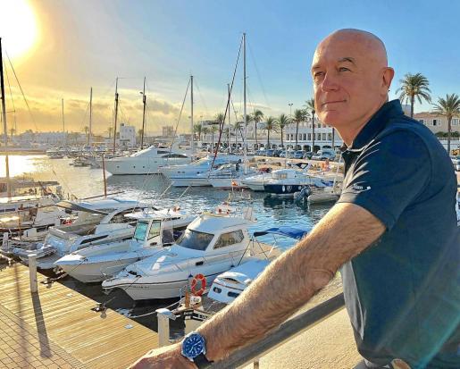 Manu San Félix, minutos antes de la entrevista con Periódico de Ibiza y Formentera en la pitiusa menor.