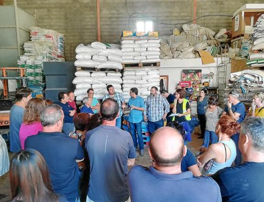 Imagen de los empresarios preocupados en Sant Llorenç.