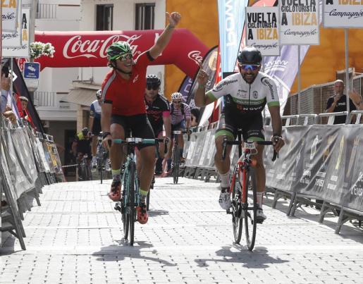 Moisés Dueñas se pone al frente de la clasificación general de la Vuelta Cicloturista a Ibiza a falta de la crono de hoy.